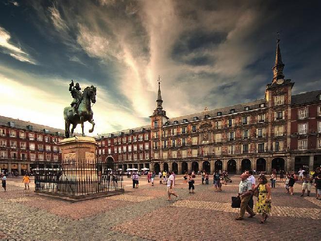 Madrid-plaza-mayor long term travel